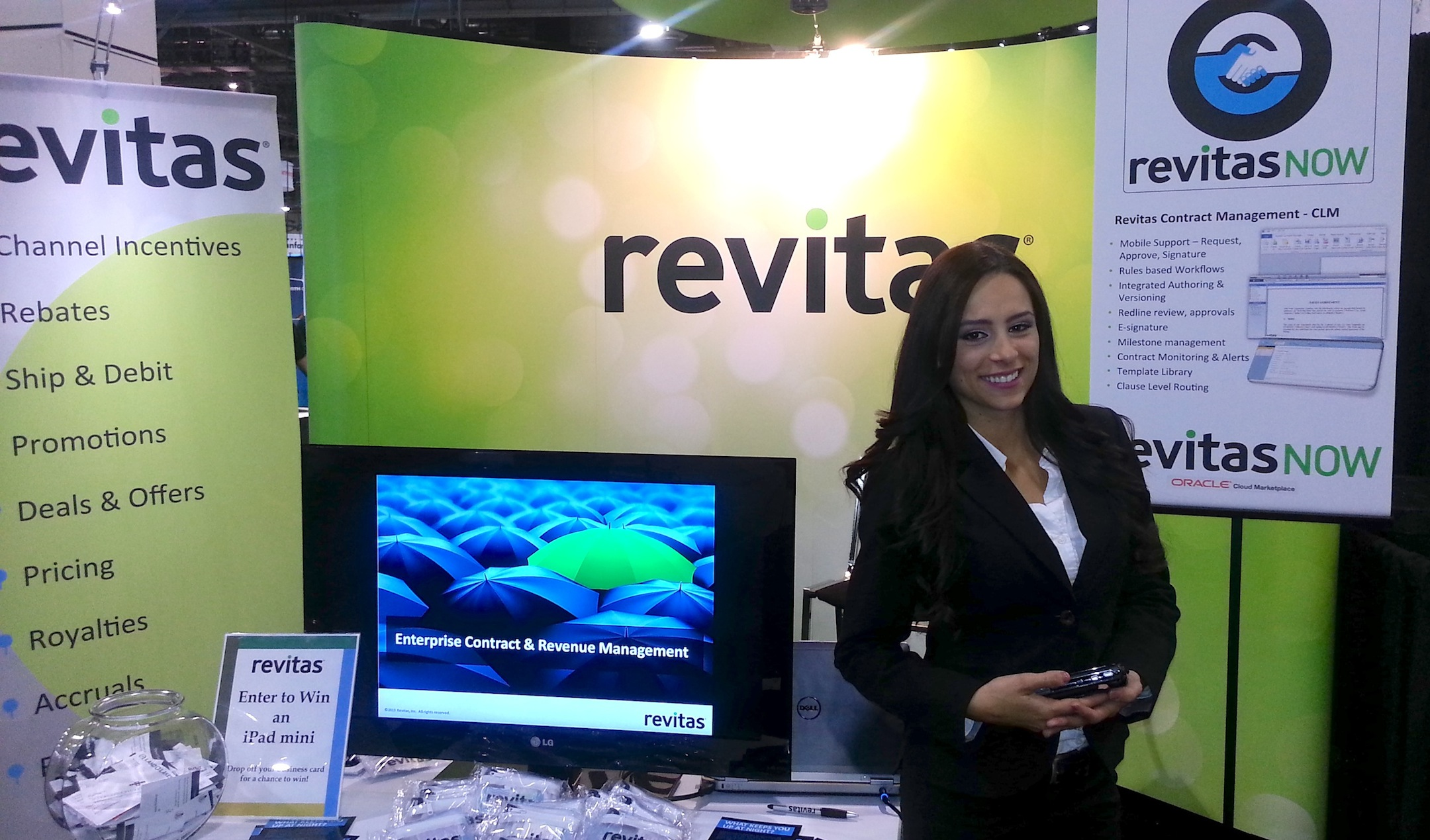CLAUDIA GATES Los Angeles Trade Show Booth Assistants 109179